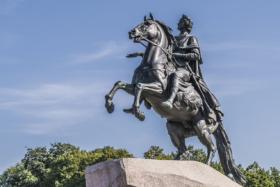 Медный всадник на Сенатской площади в Санкт-Петербурге / Bronze Horseman at Senatskaya Square in Saint Petersburg / © Florstein CC BY-SA 4.0, FAL
