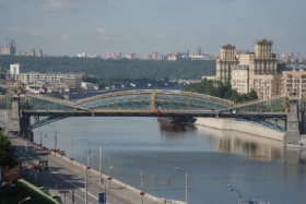 Вид на Мост Богдана Хмельницкого в Москве / View to Bohdan Khmelnytsky Pedestrian Bridge in Moscow / © A.Savin CC BY-SA 4.0, FAL