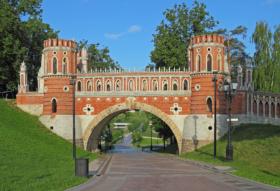 Фигурный мост в Музее-заповеднике Царицыно в Москве / Figure Bridge in Tsaritsyno Museum Reserve, Moscow / © A.Savin CC BY-SA 4.0, FAL