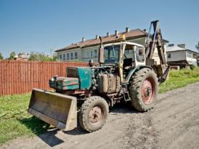 Трактор ЭО-2621А в городе Галиче Костромской области / Tractor EO-2621A in Galich, Kostroma Oblast, Russia / © Florstein CC BY-SA 4.0, FAL