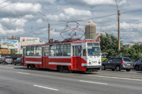 Трамвай ЛМ-68 на Тучковом мосте в Санкт-Петербурге / Tram LM-68M on Tuchkov Bridge in Saint Petersburg / © Florstein CC BY-SA 4.0, FAL