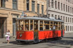 Трамвай МС-1 на площади Репина в Санкт-Петербурге / Tram MS-1 at Repina Square in Saint petersburg / © Florstein CC BY-SA 4.0, FAL