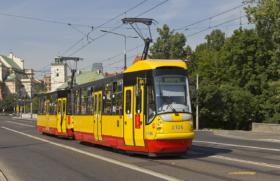 Трамвай Konstal 105N2k/2000 в Варшаве / Tram Konstal 105N2k/2000 in Warsaw / © A.Savin CC BY-SA 4.0, FAL