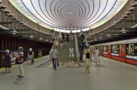 Warsaw_07-13_img37_Plac_Wilsona_metro