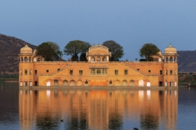 Джал-Махал (Дворец на воде) в Джайпуре, Индия / Jal Mahal (Water Palace) in Jaipur, India